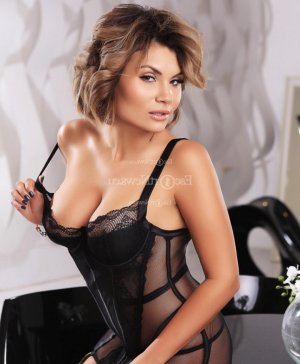 Suzette escort girl