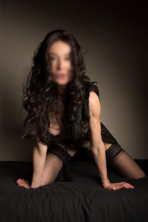 Thayana nuru massage in Carpentersville IL, live escorts