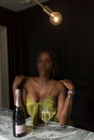 Eusebie live escort in Fayetteville & happy ending massage